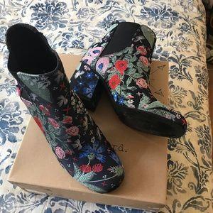 NIB indigo Rd floral embroidered booties 8.5